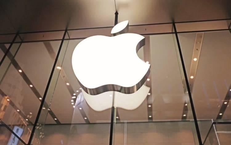 苹果iPhone12,用4款手机拼了两套文案?